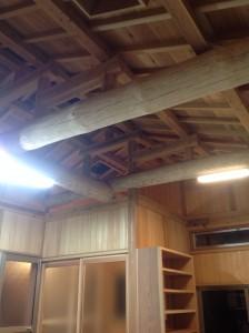 松丸太の木組み